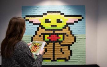 Un Baby Yoda gigante… con i Post-it