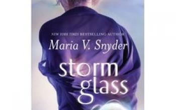 Storm Glass di Maria V. Snyder