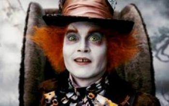 Il Cappellaio Matto Depp balla il futter-wacking coi Sunset Rubdown
