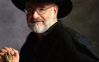 I libri di Terry Pratchett diventeranno serie tv fedeli all'originale