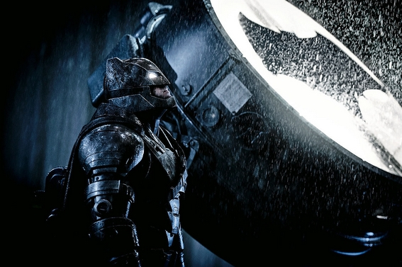 Batman (Ben Affleck) nel Batsuit potenziato visto in Batman v Superman: Dawn of Justice