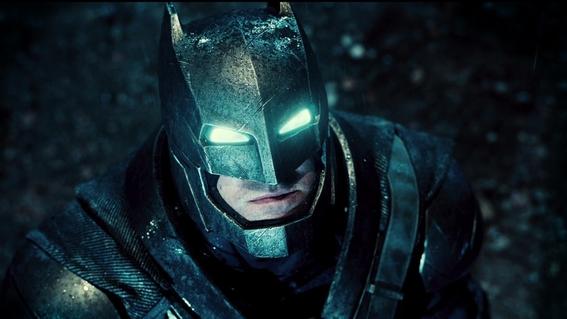 Batman (Ben Affleck) nel Batsuit potenziato