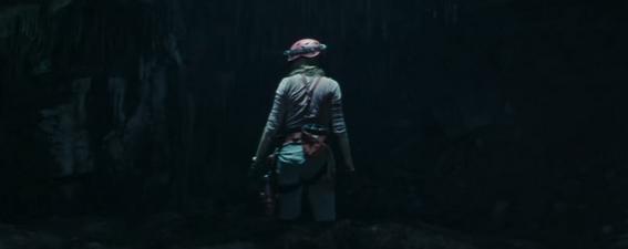June Moone (Cara Delevingne) esplora una grotta nel trailer di Suicide Squad