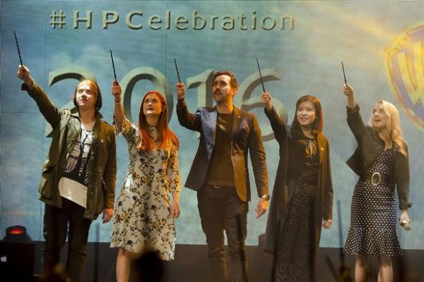 Rupert Grint, Bonnie Wright, Matthew Lewis, Kelly Leung ed Evanna Lynch