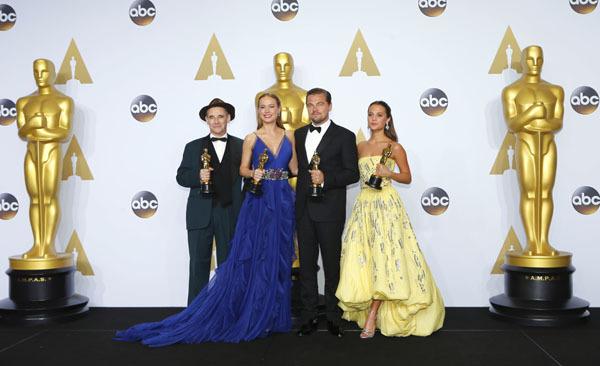 I vincitori (da destra) Alicia Wikander (The Danish Girl), Leonardo Di Caprio (Revenant – Redivivo), Brie Larson(Room) e Mark Rylance (Il ponte delle spie)