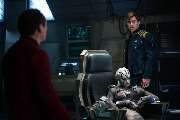 Simon Pegg, Sofia Boutella e Chris Pine in Star Trek Beyond