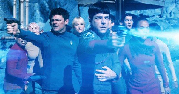 Karl Urban, Zachary Quinto e Zoe Saldana in Star Trek Beyond
