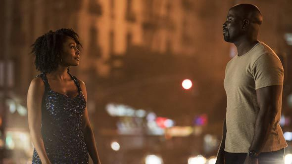 Simone Missick e Mike Colter in Luke Cage