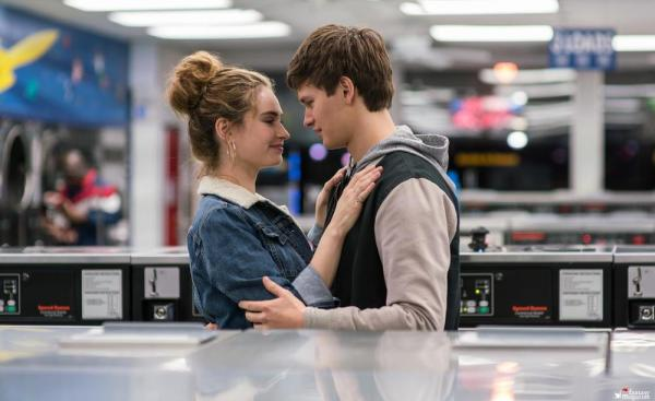 Lily James e Ansel Egort
