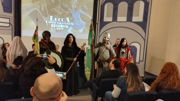 Il gruppo Terra di Mezzo Cosplayers accoglie gli spettatori