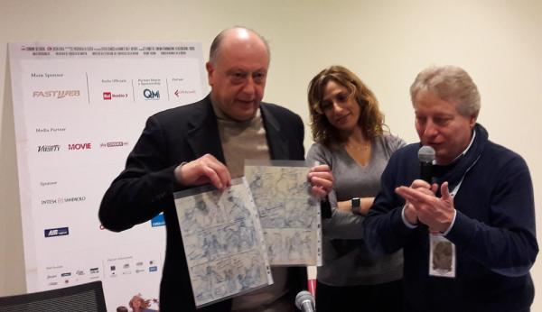 Dario Dino-Guida consegna i layout originali al Sindaco Tambellini, alla presenza dell'Assessore Mammini a Lucca Comics & Games