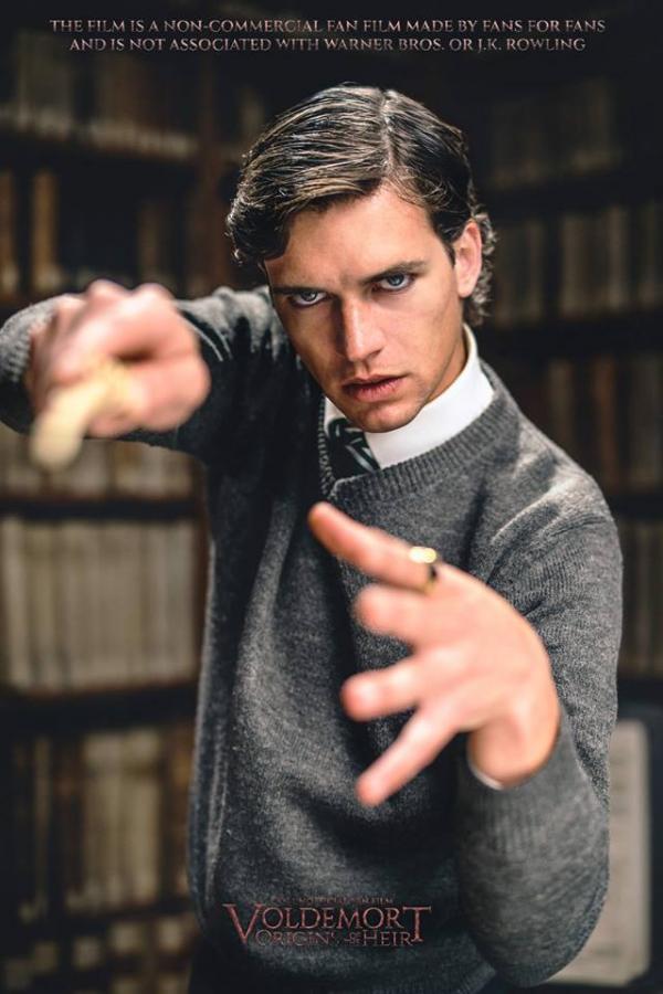 Stefano Rossi nei panni di Tom Marvolo Riddle.