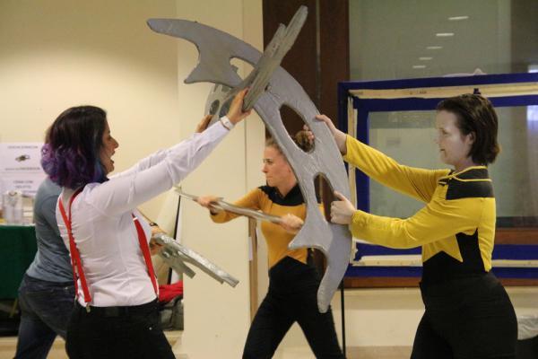 Nik'ta, il combattimento con le armi Bat'leth usate dai Klingon di Star Trek a cura dell'associazione Italian Klinzha Society. [Fonte: Convention StarCon 2017]
