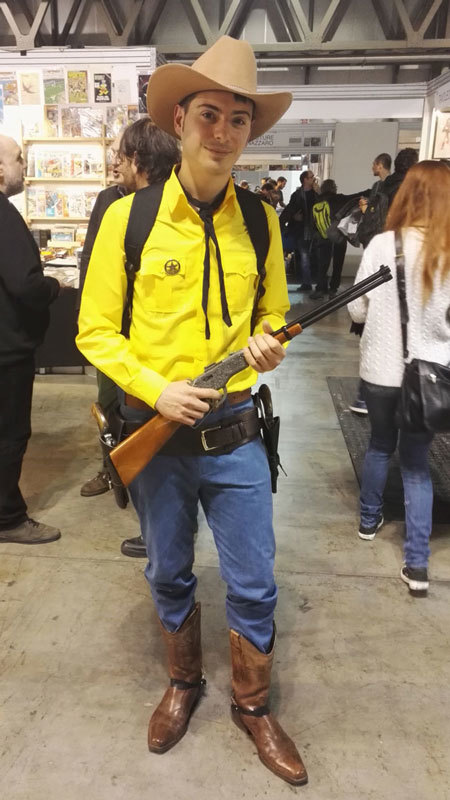 Un cosplayer si è presentato all'incontro a Cartoomics vestito come <i>Tex</i>.