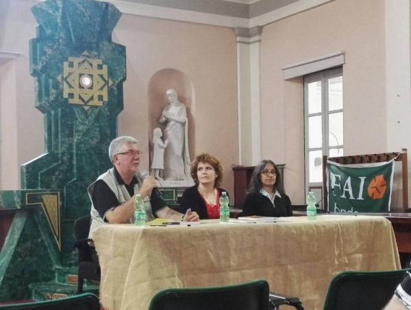 Paolo Gulisano, Marina Lenti e Martina Frammartino alla conferenza Hobbitologia - 10 sfaccettature per leggere Lo Hobbit a Un Viaggio nella Terra di Mezzo.