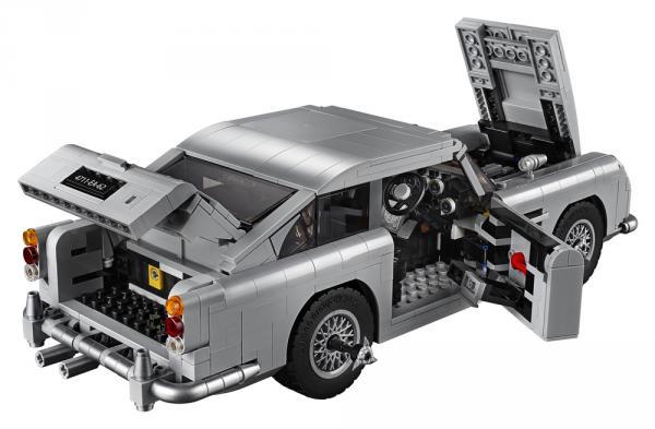 L'Aston Martin DB5 di James Bond in versione LEGO
