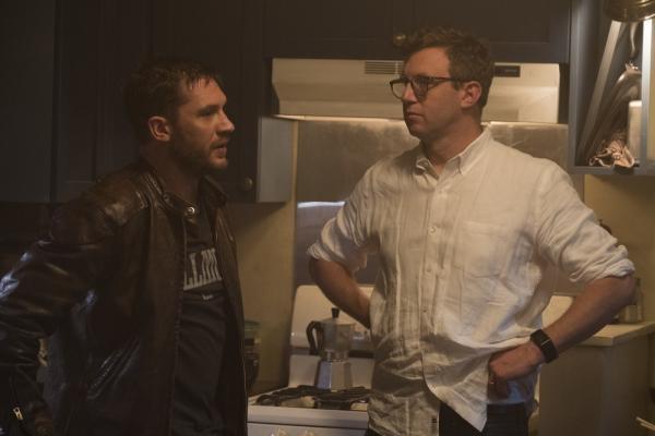 Tom Hardy e il registaRuben Fleischer sul set di Venom.