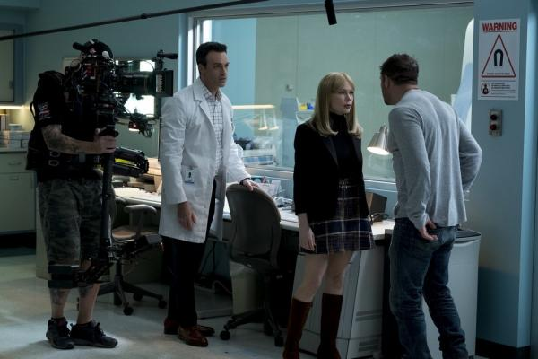 Reid Scott, Michelle Williams e Tom Hardy sul set di Venom.