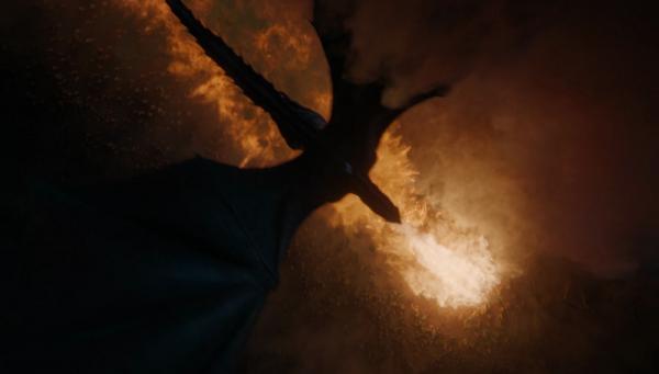 Drogon, guidato da Daenerys Targaryen, inonda di fuoco i non-morti