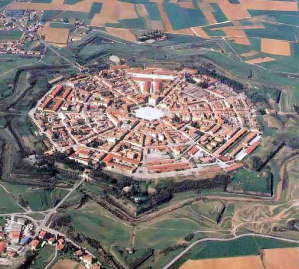 La città fortezza di Palmanova, con la sua caratteristica forma a stella. (Foto: Wikimedia)