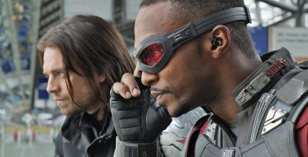 Sebastian Stan e Anthony Mackie sono Winter Soldier e Falcon in un fotogramma di Captain America: Civil War (2016)