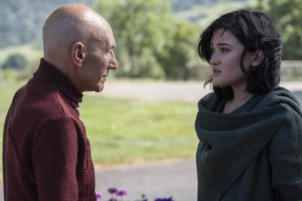 Picard - Patrick Stewart e Isa Briones