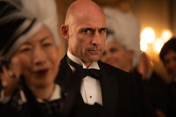 Mark Strong in Crudelia