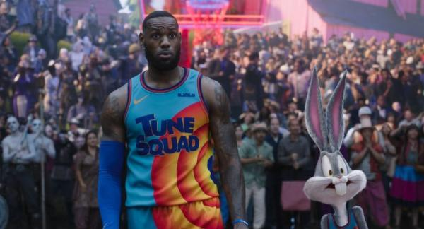 LEBRON JAMES e BUGS BUNNY in Space Jam - New Legends. Warner Bros. Pictures.