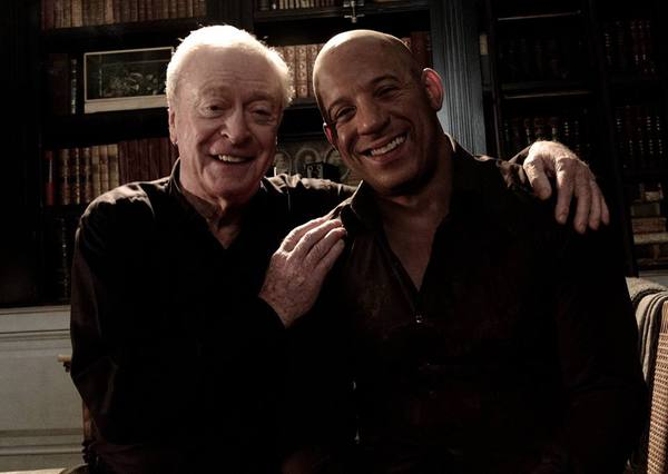 Michael Caine (Dolan the 36th) e Vin Diesel (Kaulder) sul set