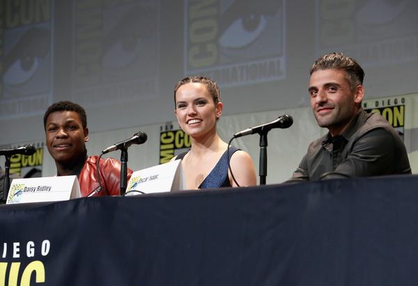 John Boyega (Finn), Daisy Ridley (Rey) e Oscar Isaac (Poe Dameron).