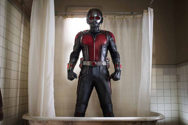 Paul Rudd con la tuta di Ant-Man
