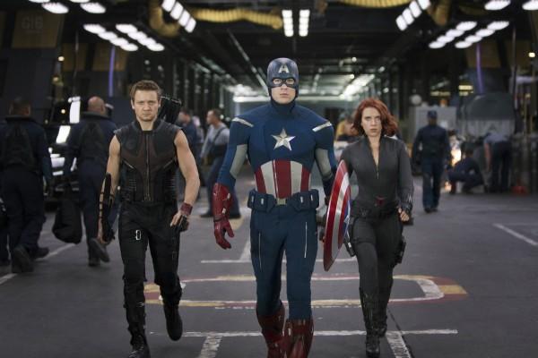 Occhio di Falco, Capitan America e La Vedova Nera  in The Avengers.