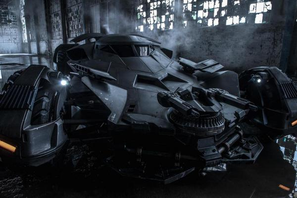 La Batmobile in un'immagine ufficiale del film