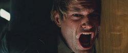 Harvey Dent viene sfigurato con dell'acido