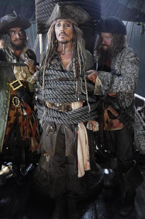 La prima foto inedita di Capitan Jack Sparrow sul set di Pirates of the Caribbean: Dead Men Tell No Tales
