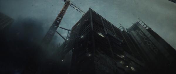Un impianto industriale della LexCorp in un fotogramma de L'Uomo d'Acciaio (2013)