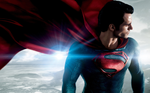 Superman (Henry Cavill) in un'immagine promozionale de L'Uomo d'Acciaio