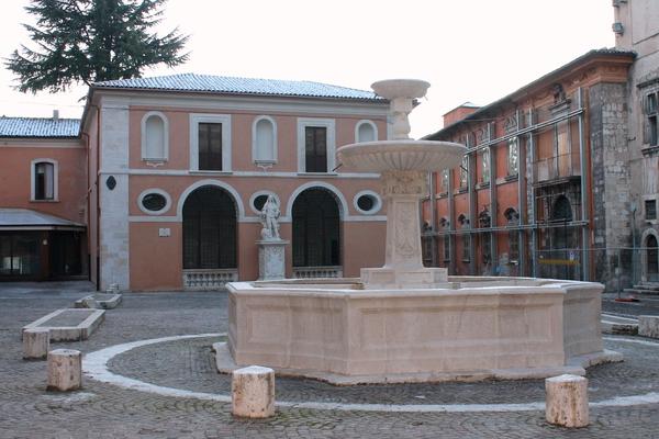Il Palazzetto dei Nobili e piazza Santa Margherita, L'Aquila