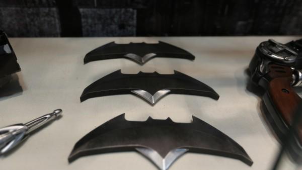 I Batarang usati dall'Uomo Pipistrello in Batman v Superman (immagine tratta da Collider)