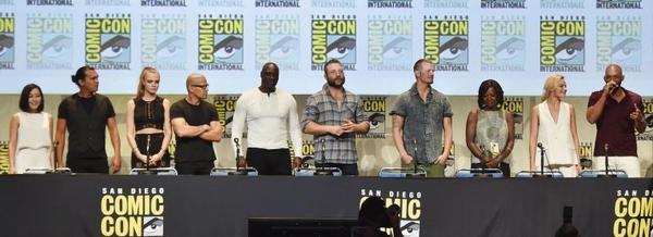 Il cast di Suicide Squad quasi al completo durante il panel Warner Bros. alla San Diego Comic-Con 2015