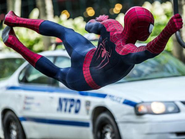 Spider-Man in azione in The Amazing Spider-Man 2