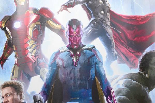 Paul Bettany è La Visione in Avengers: Age of Ultron