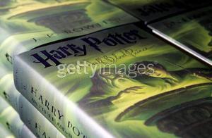 La copertina Scholastic con l'aggiunta dell'anello