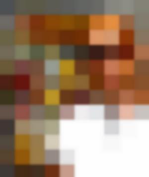 Vin Diesel posa davanti a un copertina dei Vendicatori