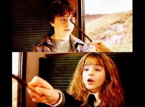 Daniel Radcliffe e Emma Watson sull'espresso per Hogwarts in Harry Potter e la pietra filosofale nella scena in cui per la prima volta lei ripara gli occhiali di lui.
