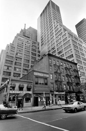 """Il ristorante Costello's, conosciuto dai newyorkesi come """"quel posto sulla Terza Avenue"""". Foto di Carl T. Gossett. (Fonte: Nytimes.com)"""