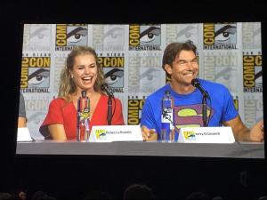Jerry O'Connell e Rebecca Romijn alla conferenza su The Death of Superman alla San Diego Comic-Con 2018.