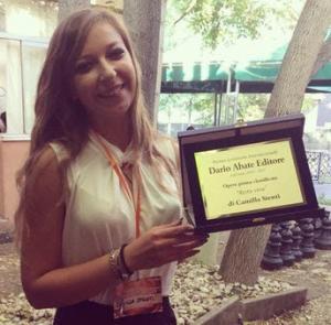 """Camilla Stenti, vincitrice della prima edizione del Premio Letterario Internazionale Dario Abate Editore con l'opera """"Resta Viva""""."""