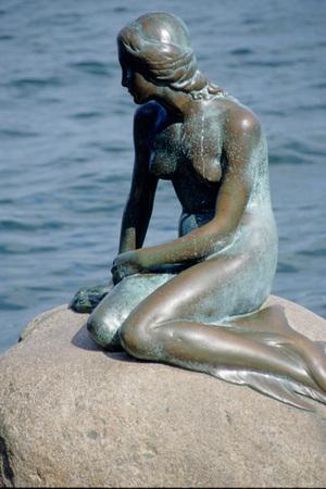 La statua della Sirenetta a Copenaghen
