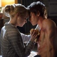 Effusioni tra Emma Stone e Andrew Garfield, rispettivamente nei ruoli di Gwen Stacy e Peter Parker in The Amazing Spider-Man.